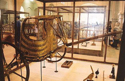 Egyptian_Museum_Tut_s_chariot.jpg